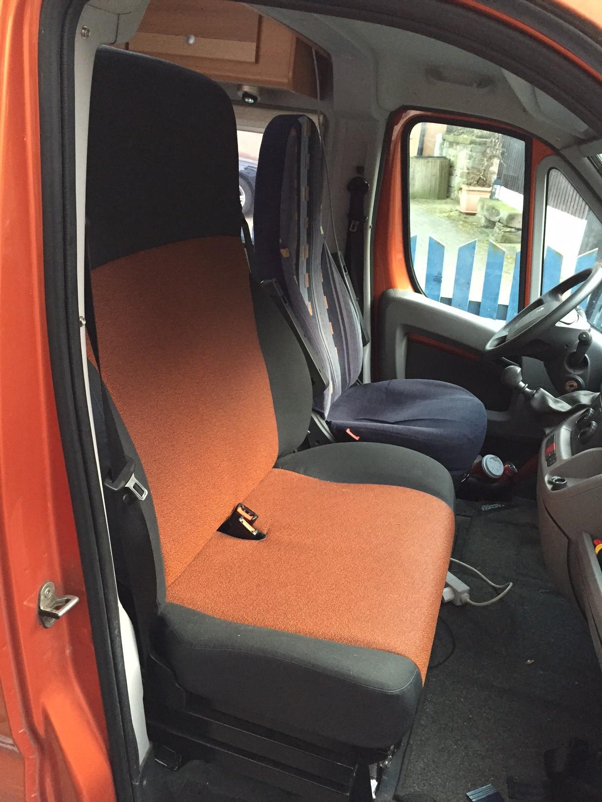 drehbare doppelsitzbank bietet auch platz f r insgesamt. Black Bedroom Furniture Sets. Home Design Ideas