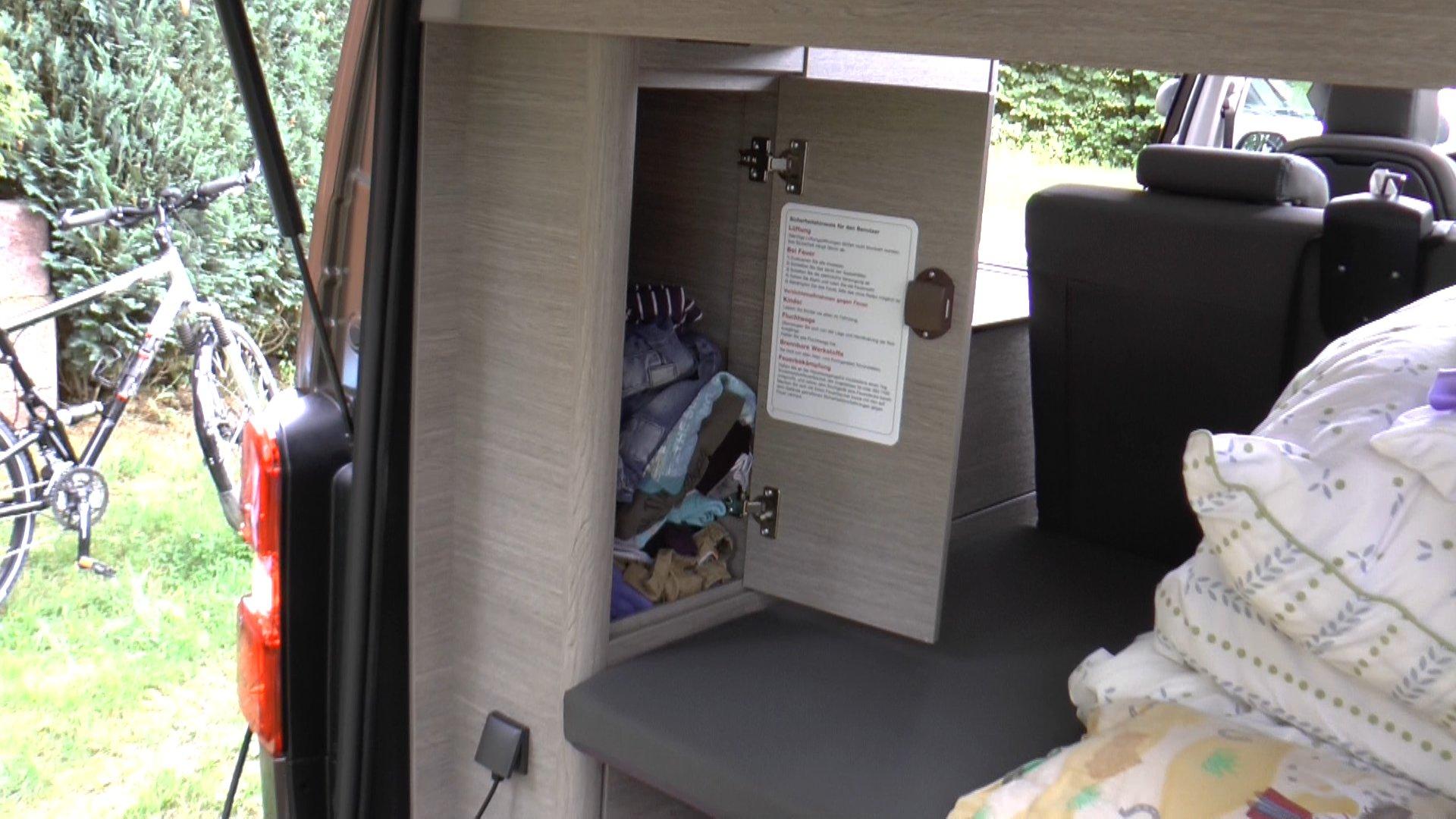 Schrank von hinten zu öffnen und Steckdose